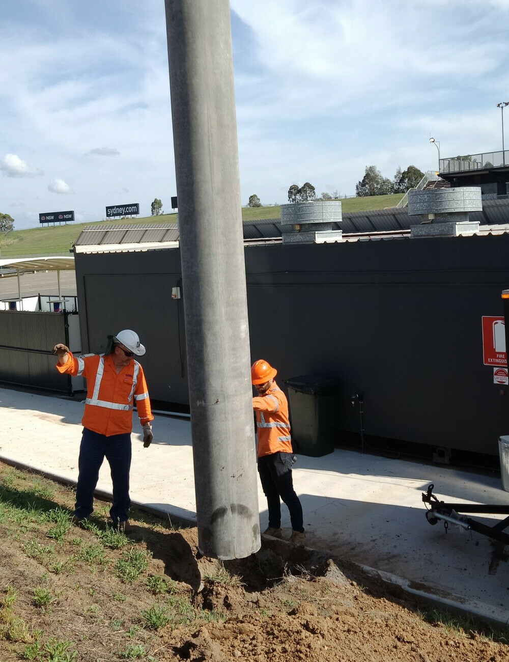 Light pole installation, Sydney Motorsport Park